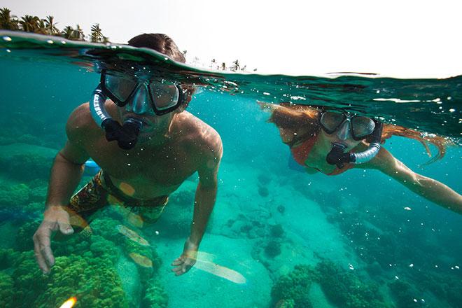 Kinder schnorcheln auf Hawaii