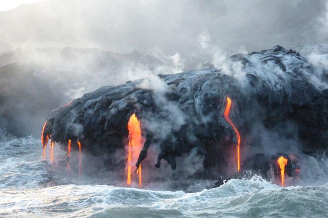 Vulkan Eruption an der Küste