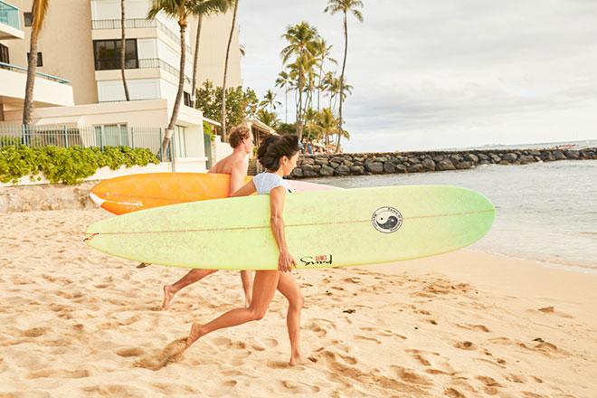 Surfen am Waikiki Beach - Hawaii